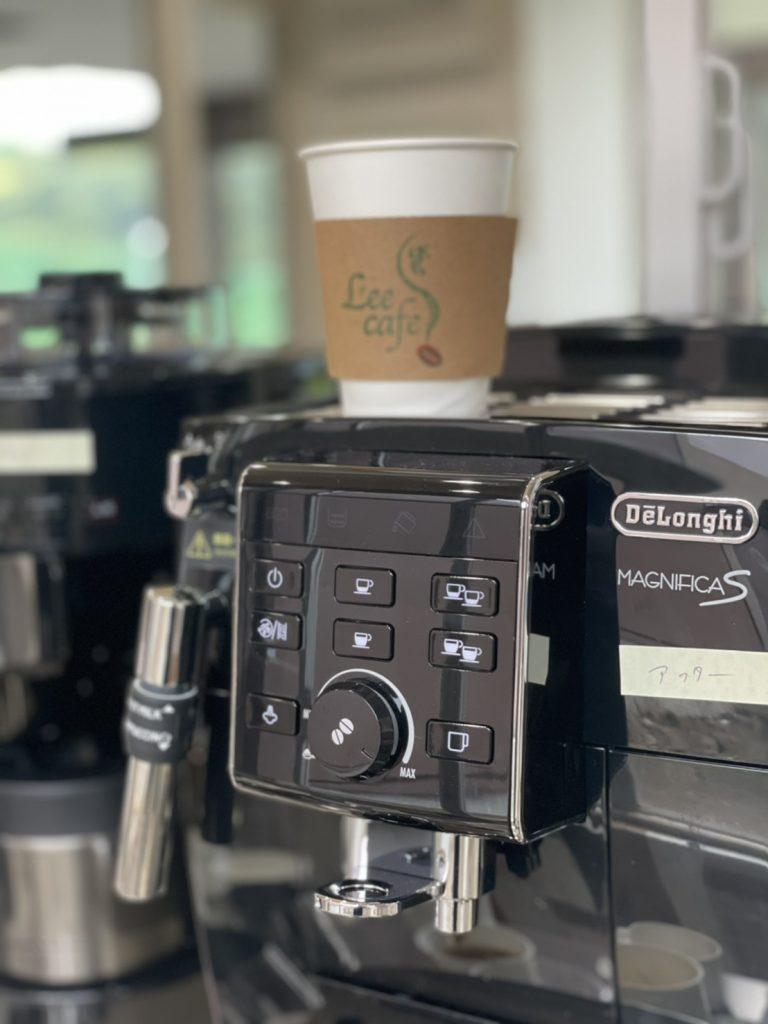 全自動のエスプレッソマシンでコーヒーのレシピを作成します。